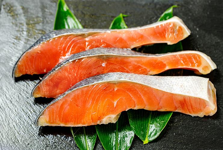 【最新号予告1】秋の味覚「鮭」でカレンダー制作を