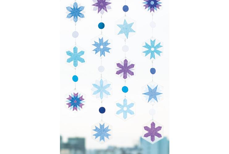 透明感が美しい「雪の結晶の吊るし飾り」